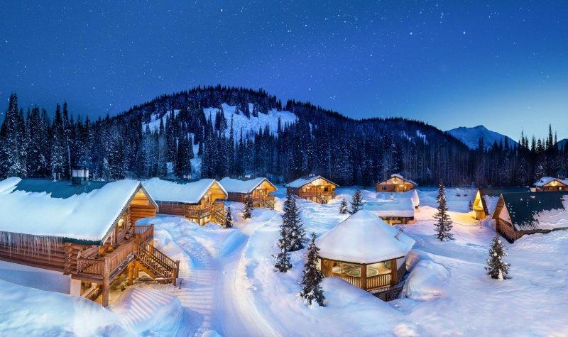 Kanada_British_Columbia_LAST-FRONTIER-HELISKIING_LFH_Bell_2_Heli-Village-at-night_travel-zone_Steve_Rosset_L01-1