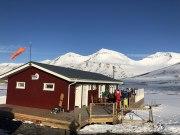 Island_Akuyeri_Viking_Heliskiing_Artic_K2_Barn_Apres-Ski_travel-zone.ch_